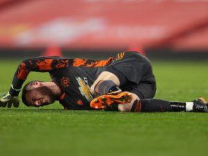 Bóng đá quốc tế trưa 31/12: De Gea khó thở sau pha va chạm với Traore