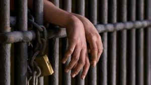 Giải mã giấc mơ thấy mình đi tù là điềm báo gì