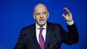 """Bóng đá QT 20/4: Chủ tịch FIFA cảnh báo Super League """"coi chừng hậu quả"""""""
