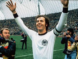 Top 5 hậu vệ xuất sắc nhất thế giới trong lịch sử bóng đá